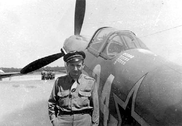 Ролан де ла Пуап у своего Як-9