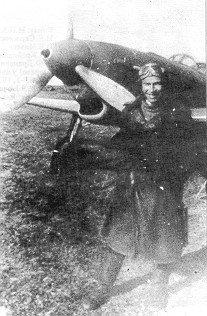 Е.Г.Пепеляев у своего Як-9. Аэродром Лазарево, 1945 г.