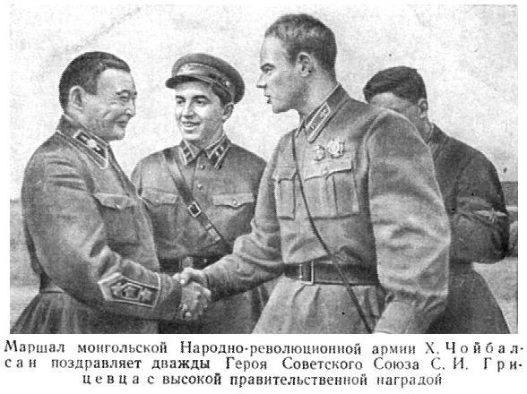 Сергей Грицевец принимает поздравления.